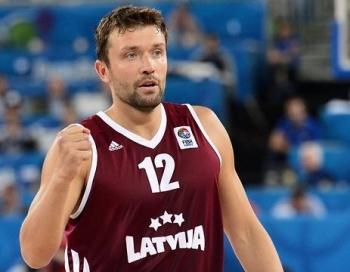 Latviju iegāž uzbrukuma disciplīna un trīspunktnieki, dramatisks zaudējums Lietuvai