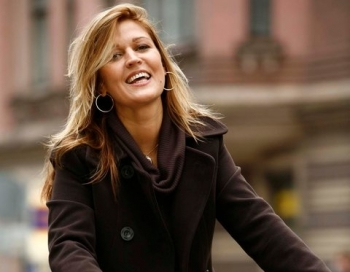 Lelde Vikmane izskatās pasakaini skaista un precēsies jau trešo reizi
