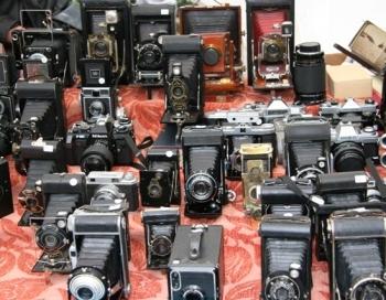 Ķīpsalā pirmo reizi lietoto foto preču tirdziņš