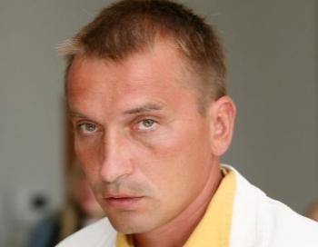 Atkārtoti nolaupa jaunu sievieti. Latvijas politiķa dēls kļuvis par bīstamu noziedznieku