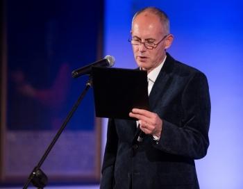 Māris Bērziņš saņem Baltijas Asamblejas balvu literatūrā