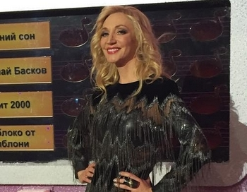 44 gadu vecumā populāra dziedātāja aizmirst uzvilkt bikses - FOTO