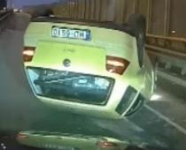 Mobilais telefons pie stūres! Lūk, rezultāts: nofilmēta traka avārija uz Dienvidu tilta