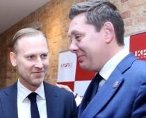 Artuss Kaimiņš draud Aldim Gobzemam izsist zobus