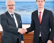Caurkritušais ministrs Nemiro ar caurkritušā Stendzenieka palīdzību cer uz īpaši naiviem kotlešu vēlētājiem Rīgā