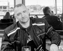 Viņam bija tikai 43 gadi. Genādiju nāvējoši sašāva galvā par miermīlīgu protestēšanu. In Memoriam