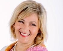 53 gadu vecumā mūžībā aizsaukta TV zvaigznes Evas Johansones māmiņa, Saeimas deputāte Inese Ikstena