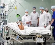 Latviešu ārsts, miljonārs: Covid-19 inficētie kļūs par invalīdiem vai vienkārši nomirs noslāpstot